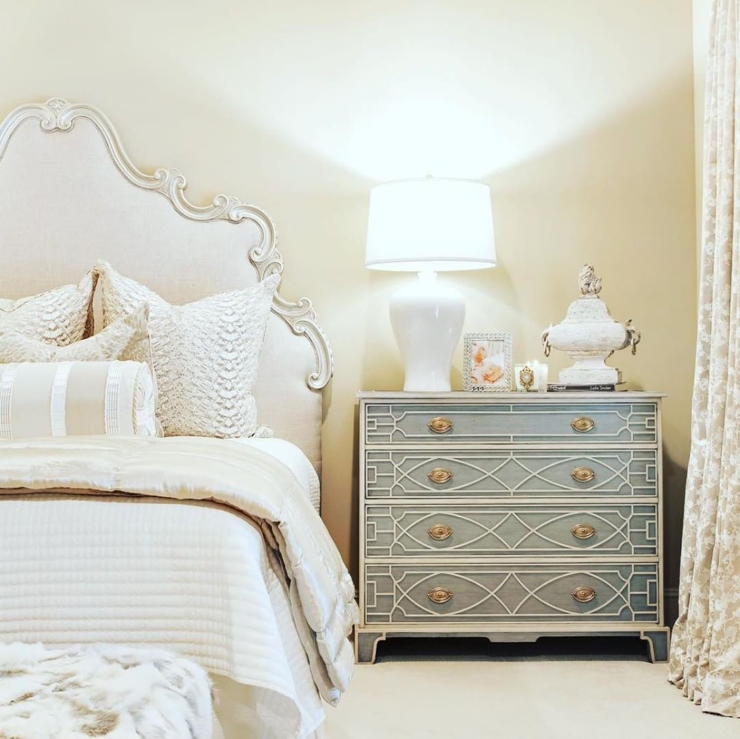 In a sea of neutrals, the grey limestone, brass handles & light stockton fretwork of our Morning Room chest become the focal point#bed #bedinspo #bedroominspo #bedroomdecor #chest #chestdecor #dresser #dresserdecor #interiorinspo #interiordesign #theodorealexander #hpmktpic.twitter.com/aNFgPocxY6