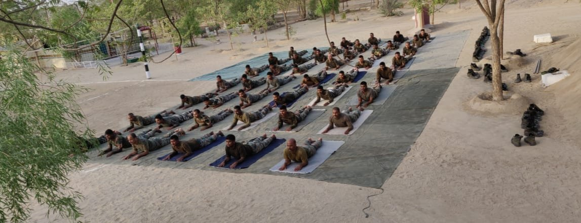 RT @SpokespersonMoD: #YogaDay2019 practice sessions by #IndianArmy in Rajasthan. The country gears up for Yoga Day. https://t.co/Uyy5PiDMKN