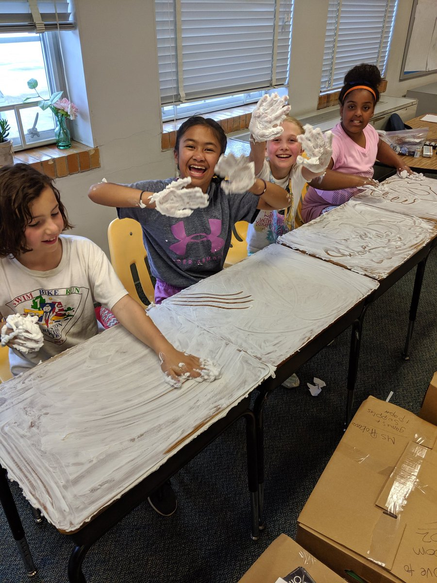 4th graders love shaving cream😋🥳 <a target='_blank' href='http://twitter.com/APS_ATS'>@APS_ATS</a> <a target='_blank' href='https://t.co/FYNPmMnXrJ'>https://t.co/FYNPmMnXrJ</a>