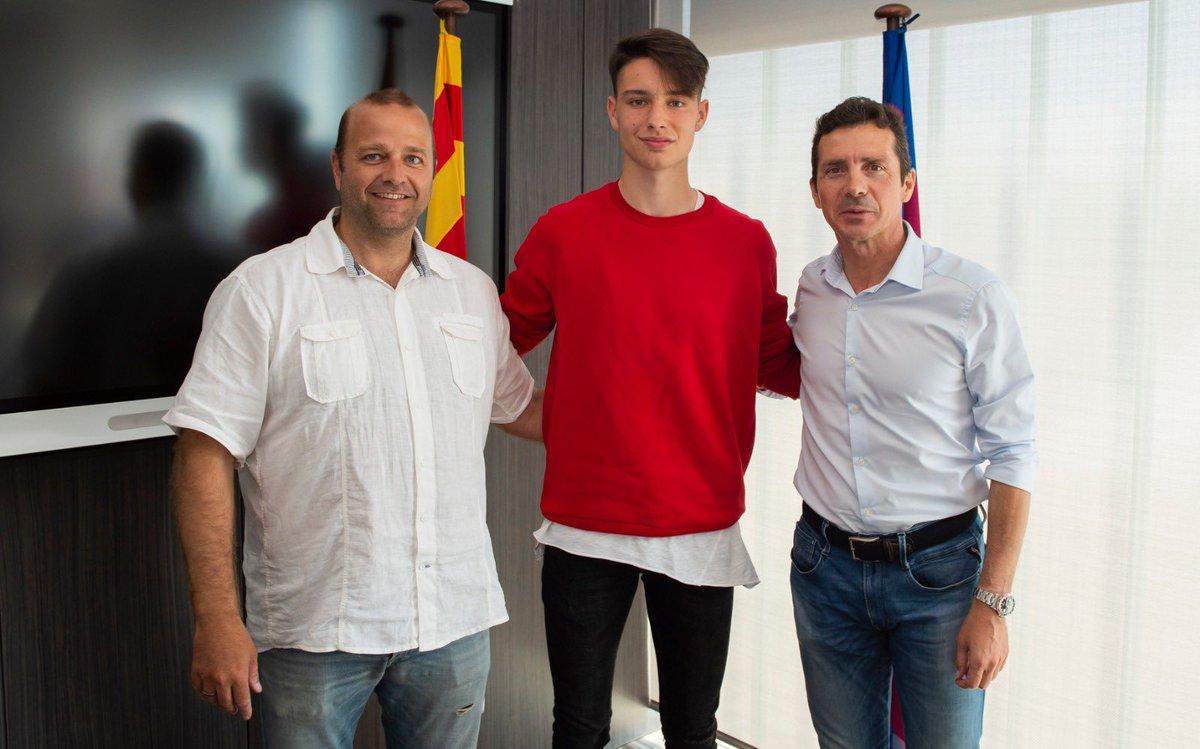 Damián Canedo tras firmar con el Barcelona (Foto: @FCBmasia).