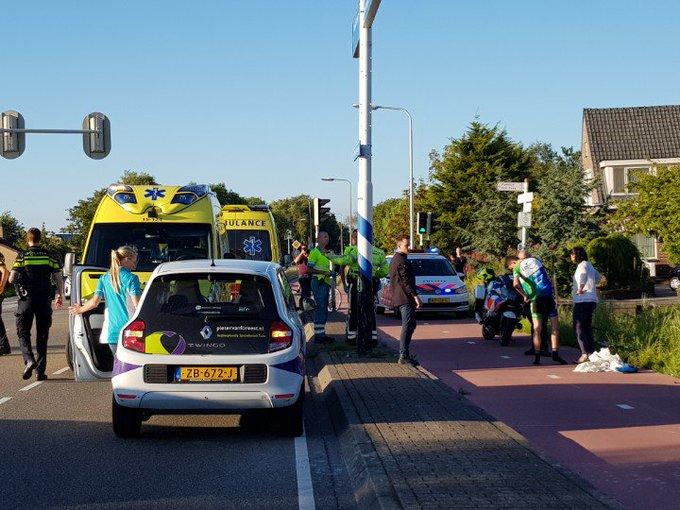 Honselersdijk Middelbroekweg / Vogelaer.  Ongeluk 2 wielrennens tegen elkaar aangeklapt . 2 gewonden. https://t.co/lGk37VI9Ve