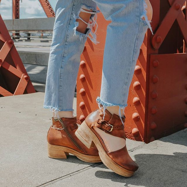 @theurbandarling wearing PREE! #beASyouare . . . #as98 #handcrafted #leather #shoes #newarrivals #spring #summer #fashion #influencer #styleinspo #style #clogs #shoesaddict #shoeslover #shoesoftheday #pree7937 http://bit.ly/2Y12Bwl