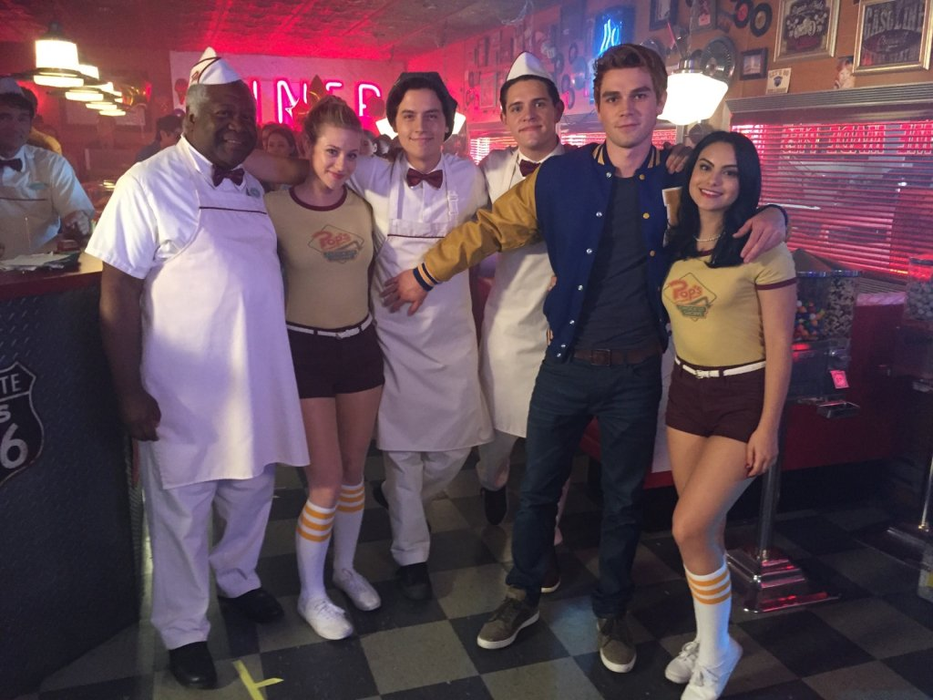 Meet us at Pop's?  The first three seasons of #Riverdale are now streaming on @netflix.<br>http://pic.twitter.com/65hiVVTlbm
