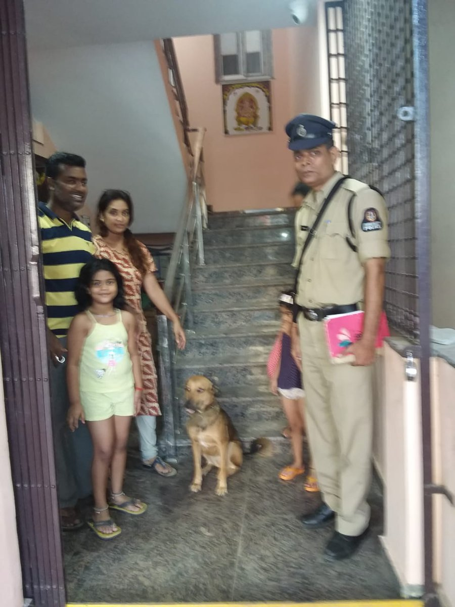 #PetLove   Trimulgherry Police traced the missing dog and handed over to the complainant. <br>http://pic.twitter.com/jv7az3GK2U