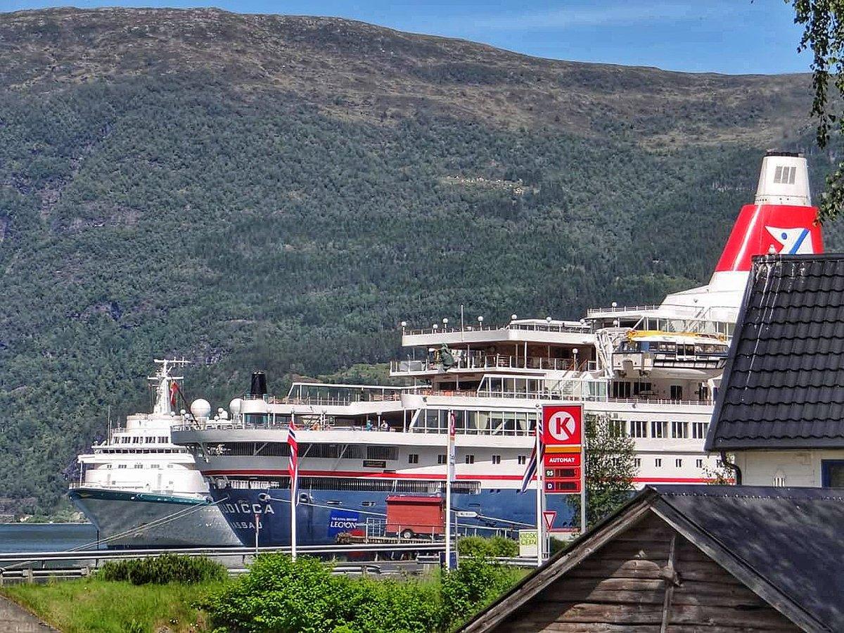 Family reunion as @PhoenixReisen #Albatros (former Royal Viking Sea) and @FredOlsenCruise #Boudicca (former Royal Viking Sky) they both met up in Olden last week.   #RoyalVikingSisters #Reunion #Olden #Norway #CruiseShips #PhoenixReisen #FredOlsen #Cruisemarshpic.twitter.com/DDvQFbmX73