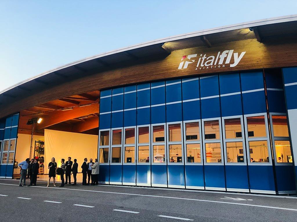 Cessna Aviation, Bell Helicopters e Lamborghini presentano i propri gioielli tecnologici presso la Italfly Aviation di Trento https://www.aviation-report.com/cessna-aviation-bell-helicopters-e-lamborghini-presentano-i-propri-gioielli-tecnologici-presso-la-italfly-aviation-di-trento/… @Italfly #Lamborghini #cessna #bellhelicopters