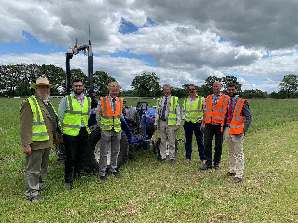 Really good to visit the Hands-Free Farm @HarperAdamsUni @AgEngResearch. The successful small @FreeHectare experiment is now being scaled up to a 3-year programme on 35 hectares with potential to reduce the cost of wheat production by £50/tonne and boost environmental outcomes.