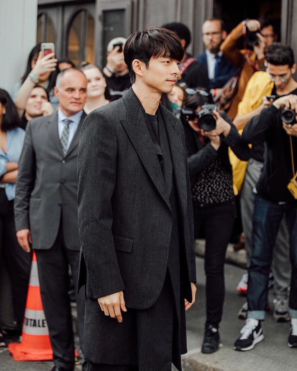 The Gong Show 2020.Gong Yoo At Men S Spring Summer 2020 Fashion Show For Louis