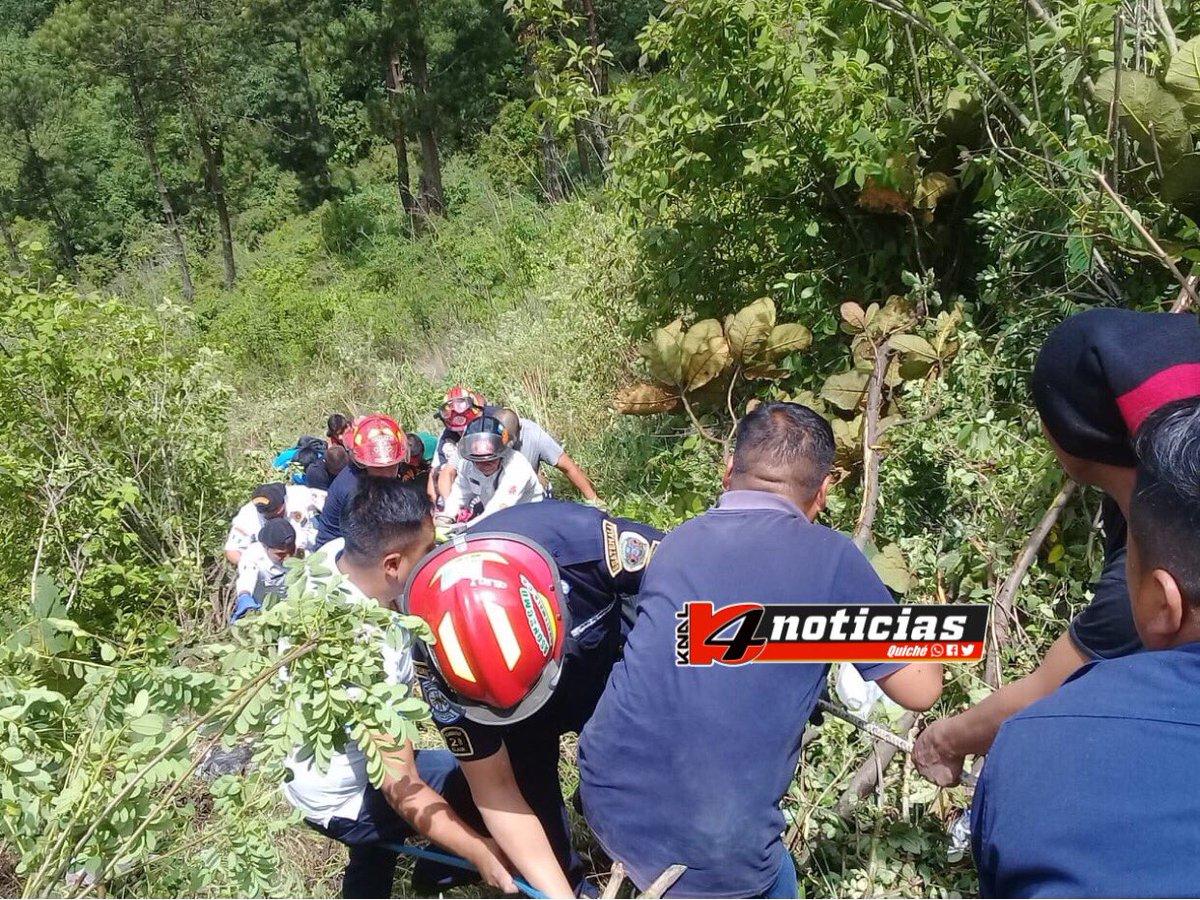 #UltimoMinuto Km 166, Nahualá, ruta Interamericana, Microbús cae en barranco. Se reportan varios heridos.