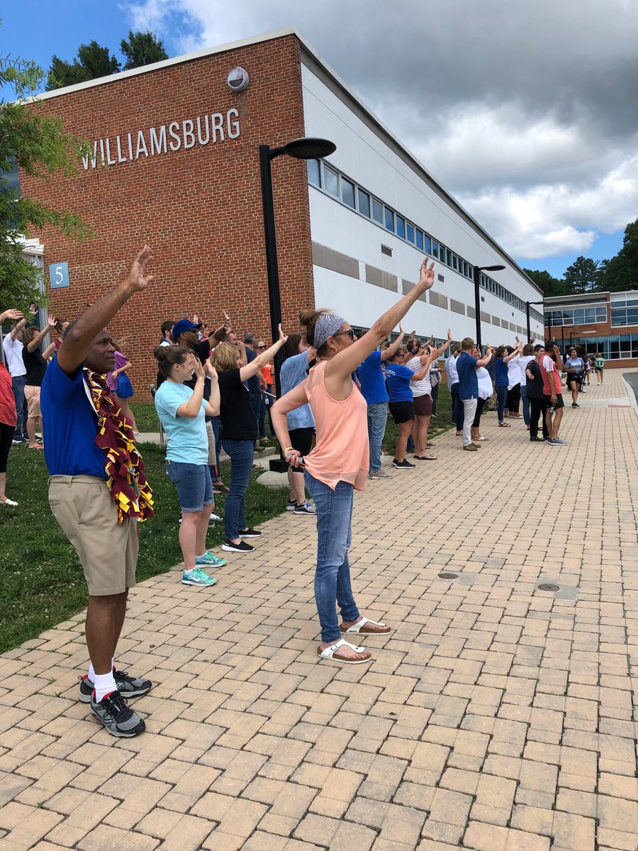 RT <a target='_blank' href='http://twitter.com/JodyOslerWMS'>@JodyOslerWMS</a>: Waving goodbye to the buses. 😢 and 😀⁦<a target='_blank' href='http://twitter.com/BoykinBryan'>@BoykinBryan</a>⁩ ⁦<a target='_blank' href='http://twitter.com/APSVirginia'>@APSVirginia</a>⁩ ⁦<a target='_blank' href='http://twitter.com/wmspta2017'>@wmspta2017</a>⁩ <a target='_blank' href='https://t.co/0LGTm6XU66'>https://t.co/0LGTm6XU66</a>