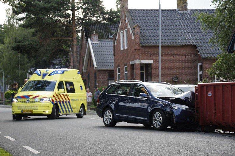 Bestuurder gewond na aanrijding met op de weg geplaatste container in Valthermond - #Drenthe - https://noordernieuws.nl/drenthe/bestuurder-gewond-na-aanrijding-met-op-de-weg-geplaatste-container-in-valthermond-56902/…