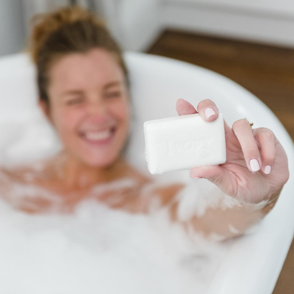 There's #nofilter on this bathtime selfie! Happy National Selfie Day! #nationalselfieday #ivorysoap #smile #saycheese https://t.co/rGZ2HeKO6c