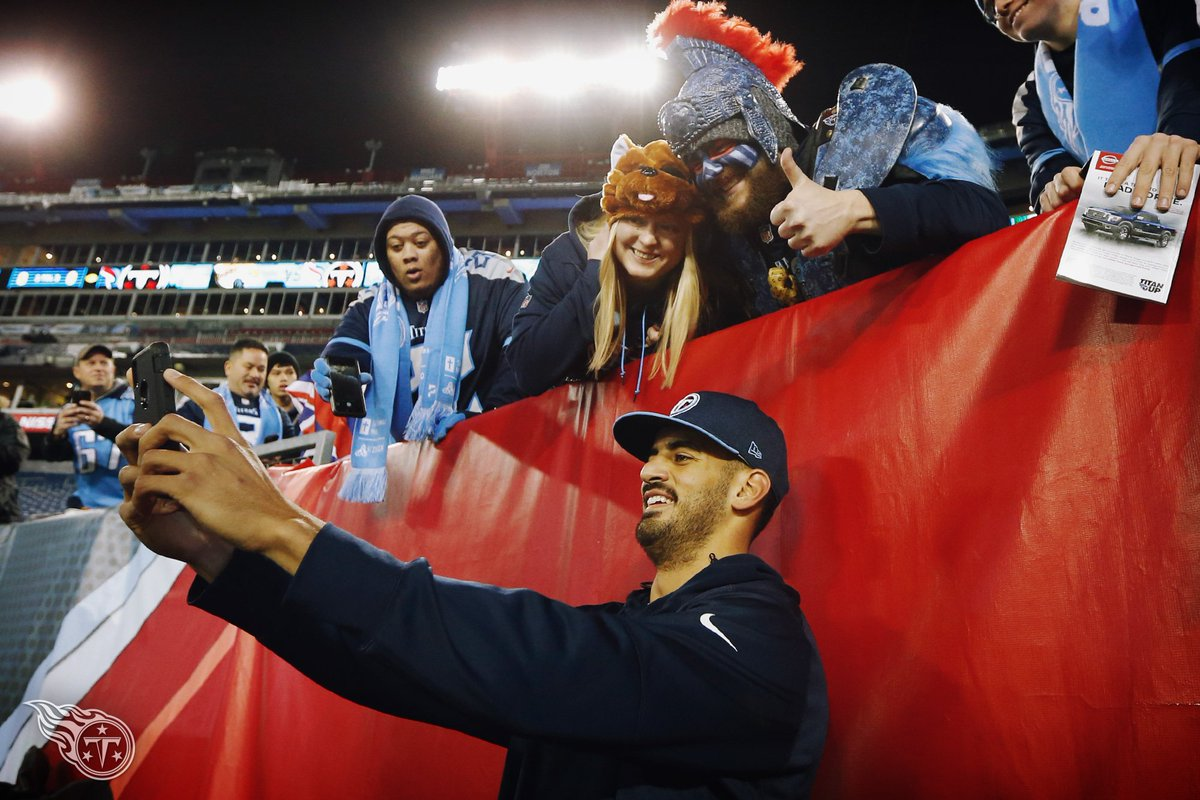 When you finally get that selfie with Marcus Mariota 👍 #NationalSelfieDay | #TitanUp
