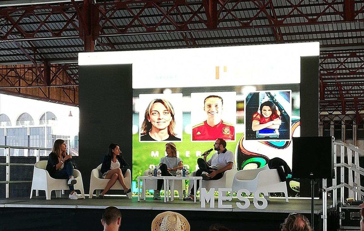 Interesantes temas de debate en la mesa Mujer, poder y futbol de #MESS19. Comparto las palabras de @arossell10: si el entorno se profesionaliza, las jugadoras van a tener mejor rendimiento. Existe necesidad de estructuras profesionales en deporte femenino para hacerlo crecer