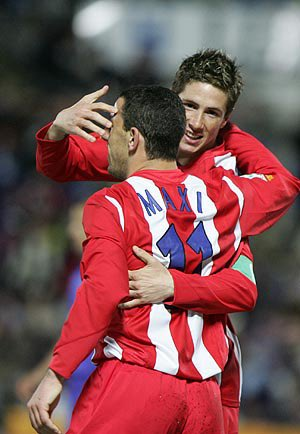 Great professional and excellent person. It's been a pleasure to share the pitch with you @Torres. Gran profesional y excelente persona. @Torres ha sido un placer compartir campo de juego con vos.