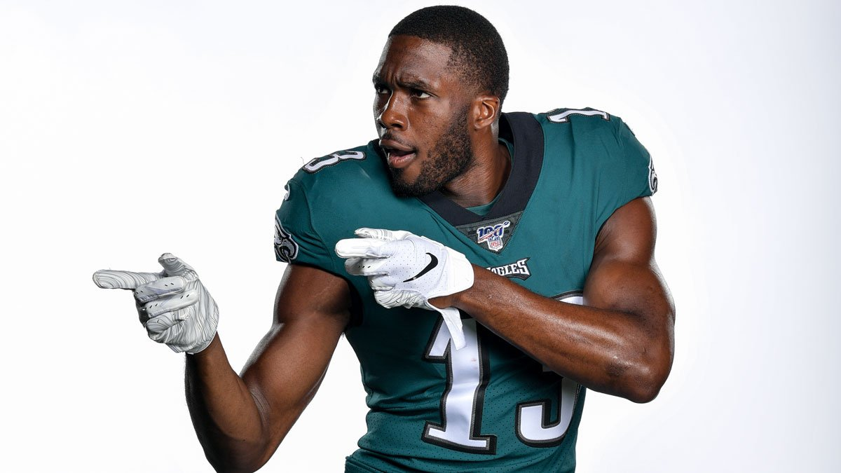 When you see a coworker wearing Eagles gear on casual Friday  #FridayFeeling | #FlyEaglesFly<br>http://pic.twitter.com/5Fhev9H3I1