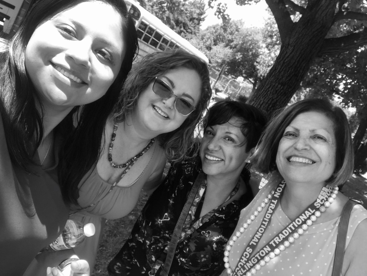 Last day of school! So thankful for these awesome ladies <a target='_blank' href='http://twitter.com/ATS_FLES'>@ATS_FLES</a> <a target='_blank' href='http://twitter.com/HuayraF'>@HuayraF</a> <a target='_blank' href='https://t.co/UEpQzouU9c'>https://t.co/UEpQzouU9c</a>