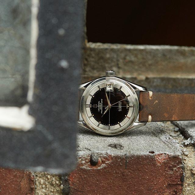 analogshift Stunning gloss black crosshair dial, matching luminous