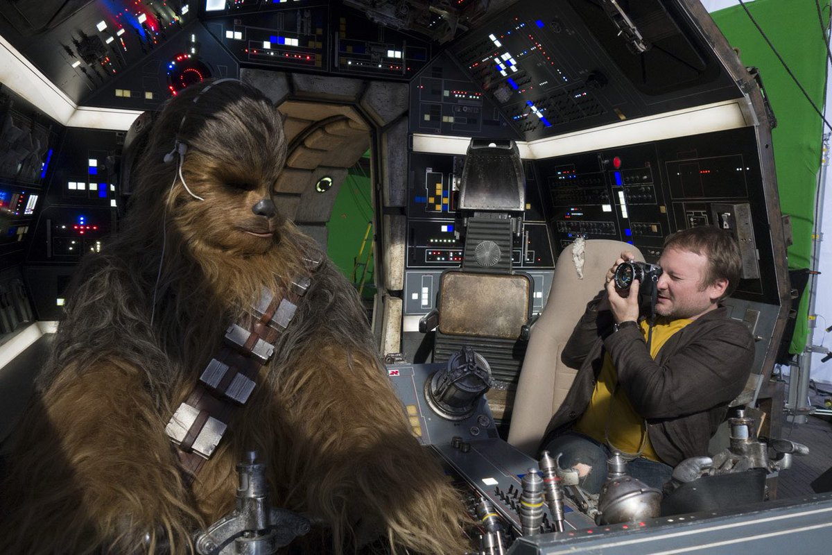 Behind the scenes of The Last Jedi <br>http://pic.twitter.com/hS0FUkxYZn