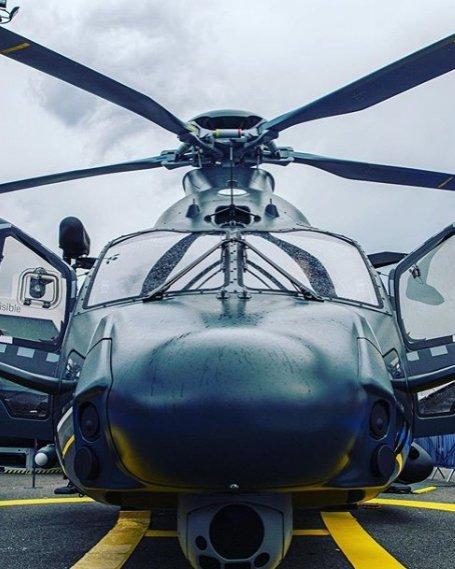 Confira o mock-up em tamanho real do novo #H160M HIL #Guépard do @ministeredesarmees em exposição na #ParisAirshow 🚁🐆 Copyright Airbus F. Lancelot  #PAS19 #WeMakeItFly #airbus #helibras #helicopters #airbushelicopters #airbushelicopter #eurocopter #military #rotorcraft