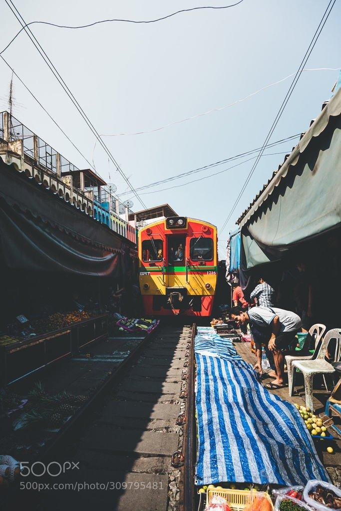 D9nhSoDX4AUqa48 - Those train streets!