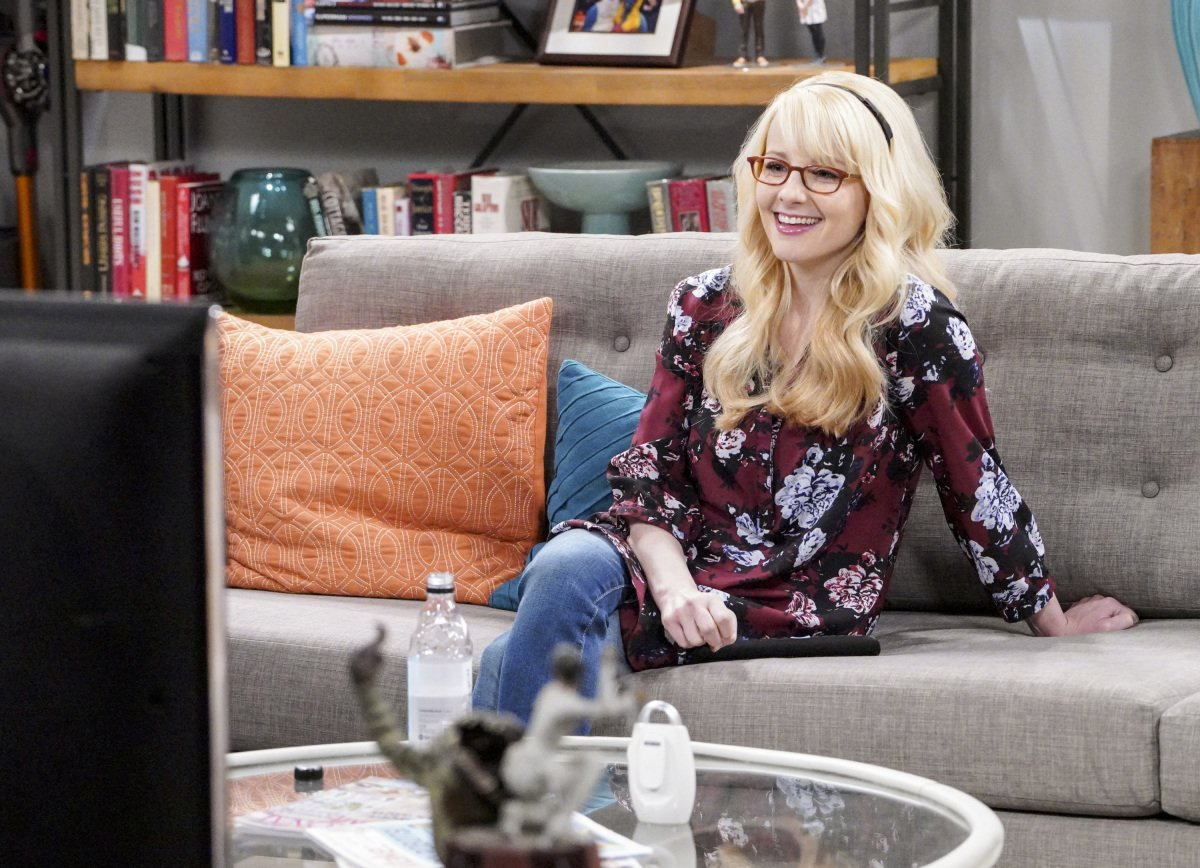 We're all smiles today as we wish The #BigBangTheory's @MelissaRauch a very Happy Birthday! 🎉