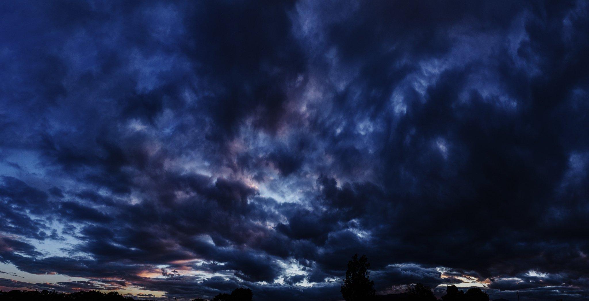 Мрачные фиолетово-синие облака. Приморье - страна сказок!