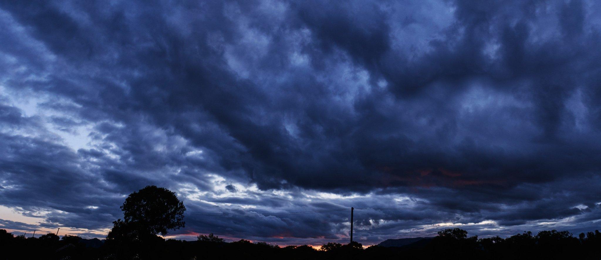 Ещё одни мрачные облака из подборки. Шикарный закат!