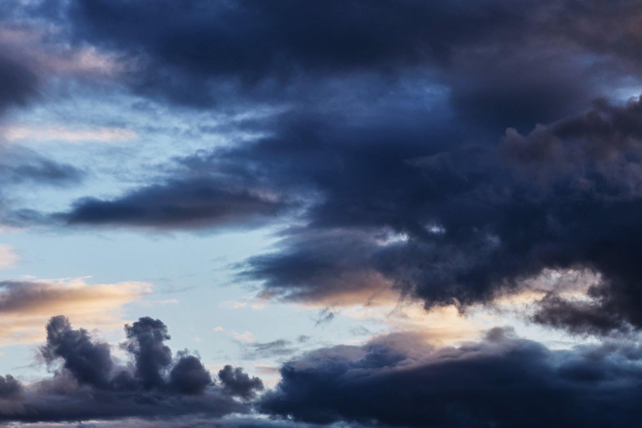 Фотография с облаками снята на Canon 135mm f2l. Автор - Tengyart