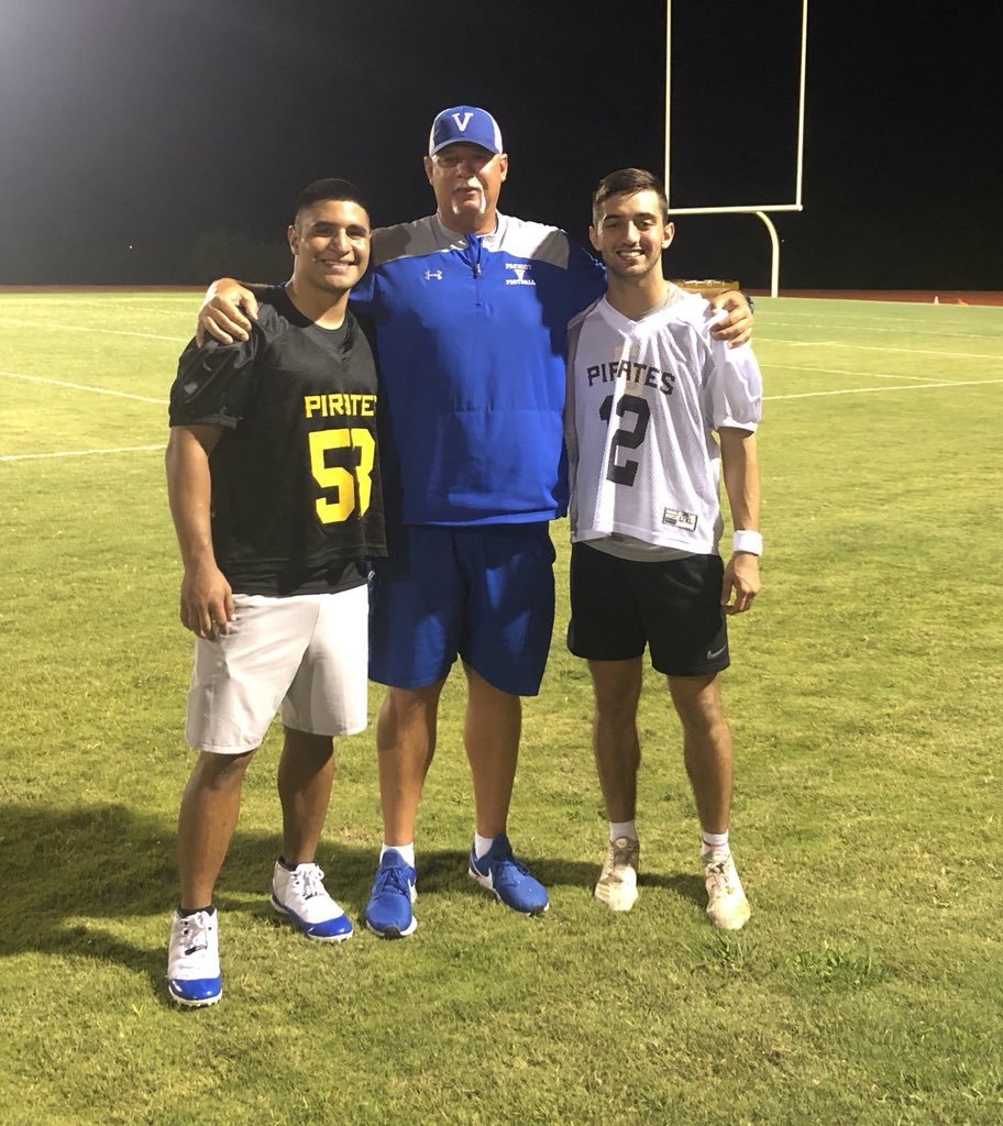 Man, I just had a blast watching @landrygilpin and @K1NGJAZZ practicing tonight at Southwestern University's @SUPiratesFB mini-camp for incoming freshmen!!!!! The boys both did great and they have 2 more practices tomorrow!!! #nextlevelathletes #bluepride <br>http://pic.twitter.com/eM1ySr6QXW