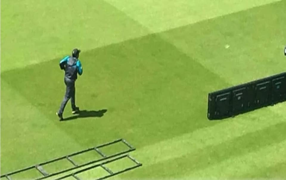 Kaptaaa arrived 1 hr before team and practiced alone, ran alone, talked to himself, gave himself time before a must win game.The lone fighter. 😭💔#SarfarazAhmed #weStandwithSarfaraz #PakistanLovesSarfaraz