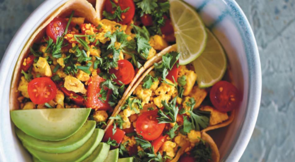 Breakfast Recipe: Tofu Scramble with Avocado by @kimjuliehansen    Prepare a delicious and nutritious #SaturdayBrunch in just 15mins!    https:// veganuary.com/recipes/tofu-s cramble-with-avocado/  …   #TryVegan #Veganuary #VeganRecipes #WorldMeatFreeWeek<br>http://pic.twitter.com/Aycc3CTyma