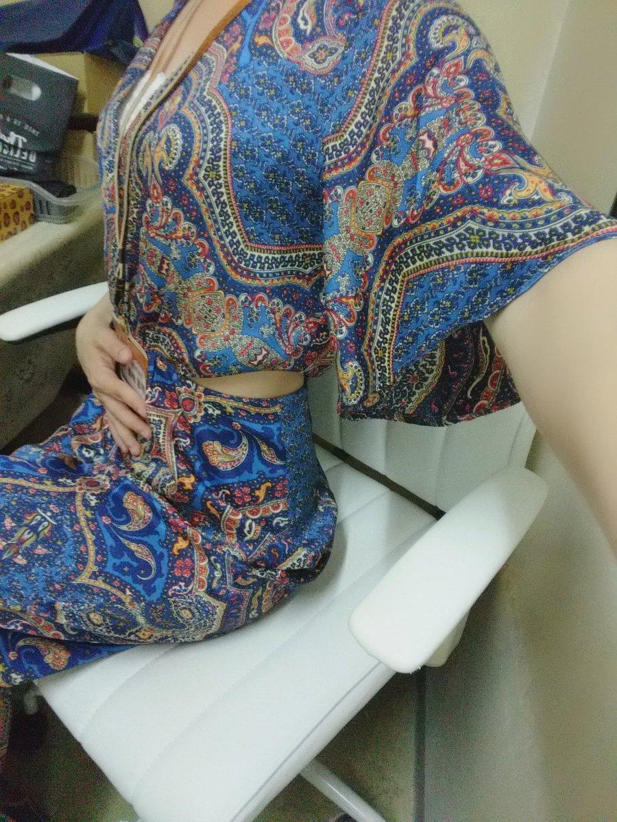 今日は脇腹ちらみせがポイントのお洋服で来たら、アジアの空港の制服みたいな服だなって言われました🤣オールインワンだから、トイレ近い私には大変💦オシャレは気合だ!?笑 20時まで小岩ラクラクさんにいます☺️ゆりちゃんと(*´ω`*)