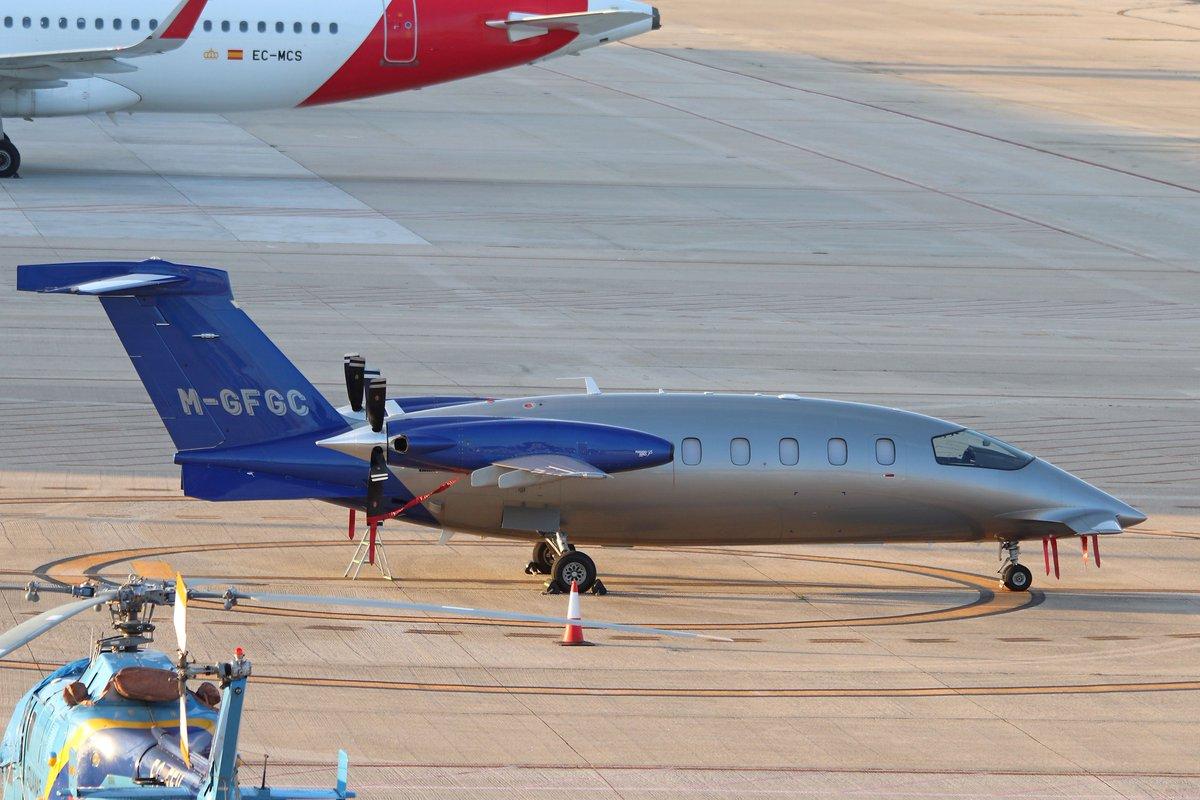 Por LEVX pasó éste Piaggio P180 Avanti Siempre original @AeropuertoVGO @AeronoticiasVgo @LevxVigo