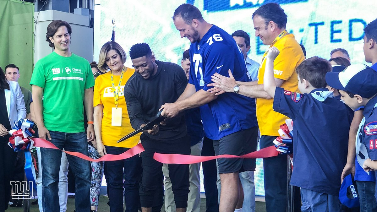 .@soldernate helps cut the ribbon and this year's @NBCNewYork & @Telemundo47 Health & Fitness Expo presented by @QuestDX is officially underway!   Come out to @MetLifeStadium today and tomorrow between 10AM-4PM. The event is free and open to the public!