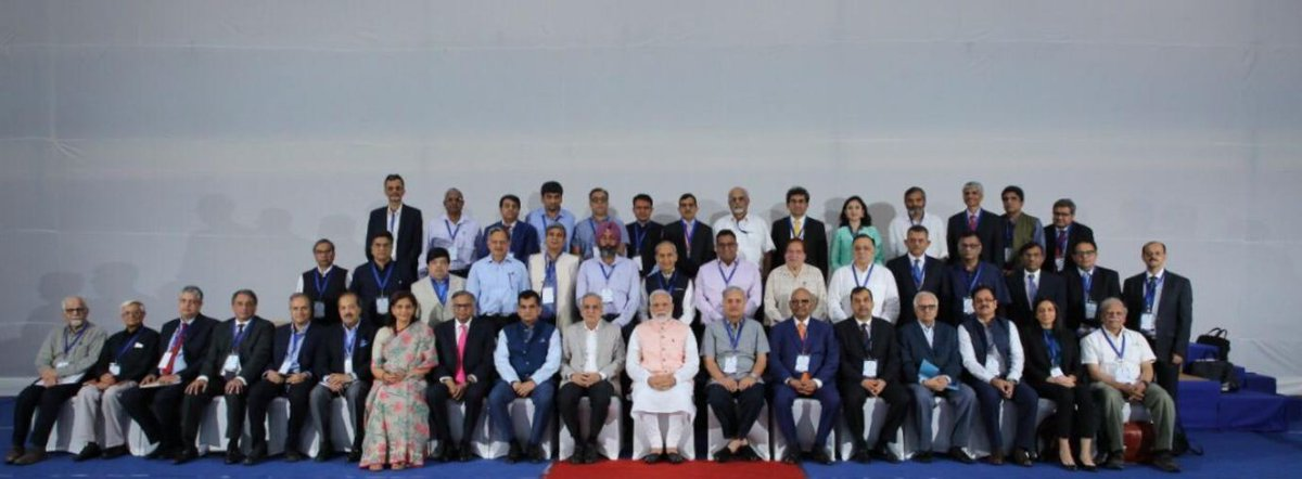 "PM attends meeting with 40 economists on the theme ""Economic Policy – The Road Ahead"""
