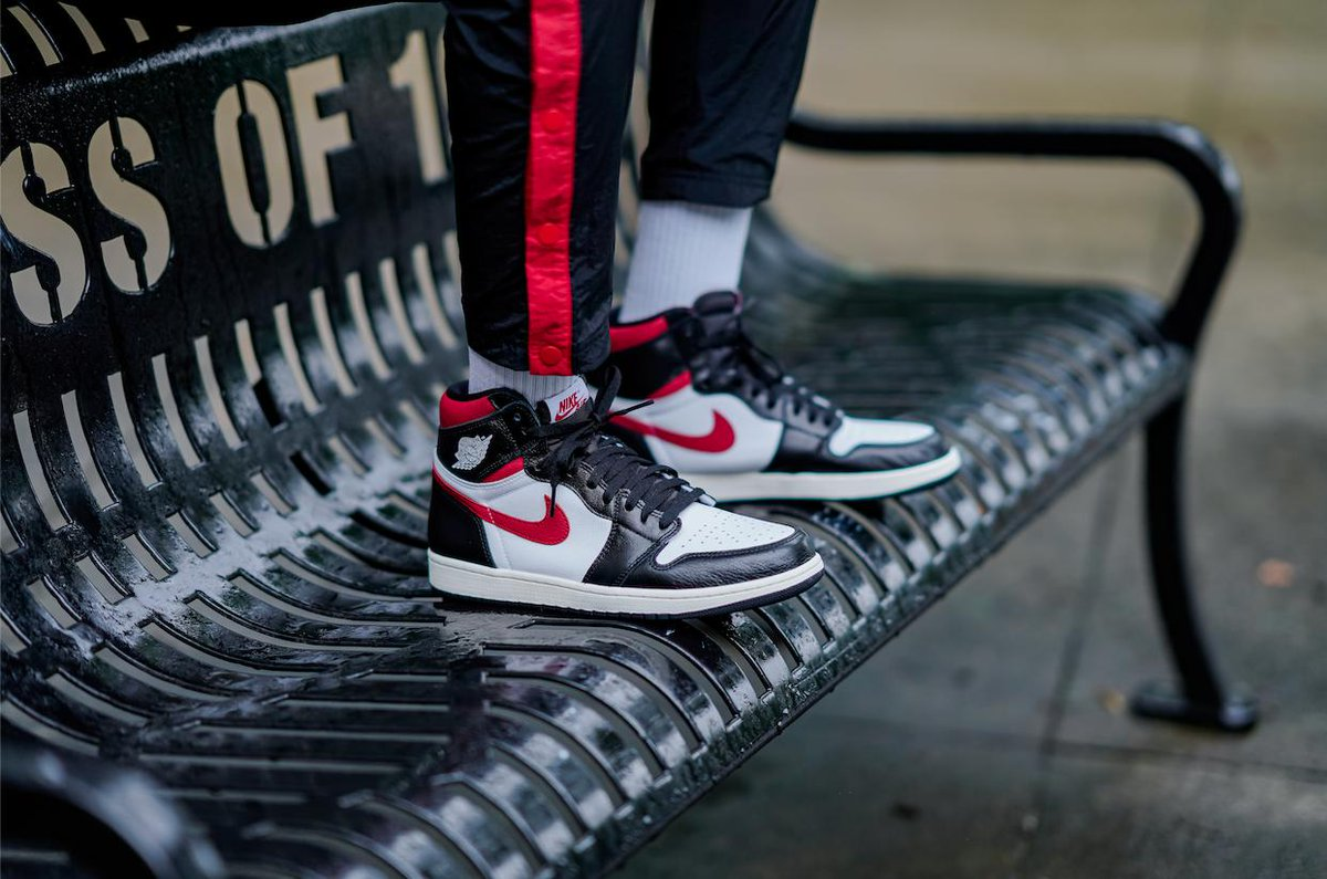 3f260222073 Take It Back To Chi-Town With The @Jumpman23 Retro 1 High OG 'Gym Red'.  These Drop Next Saturday. Details: http://finl.co/tfE pic.twitter .com/rHVJjrM8C1