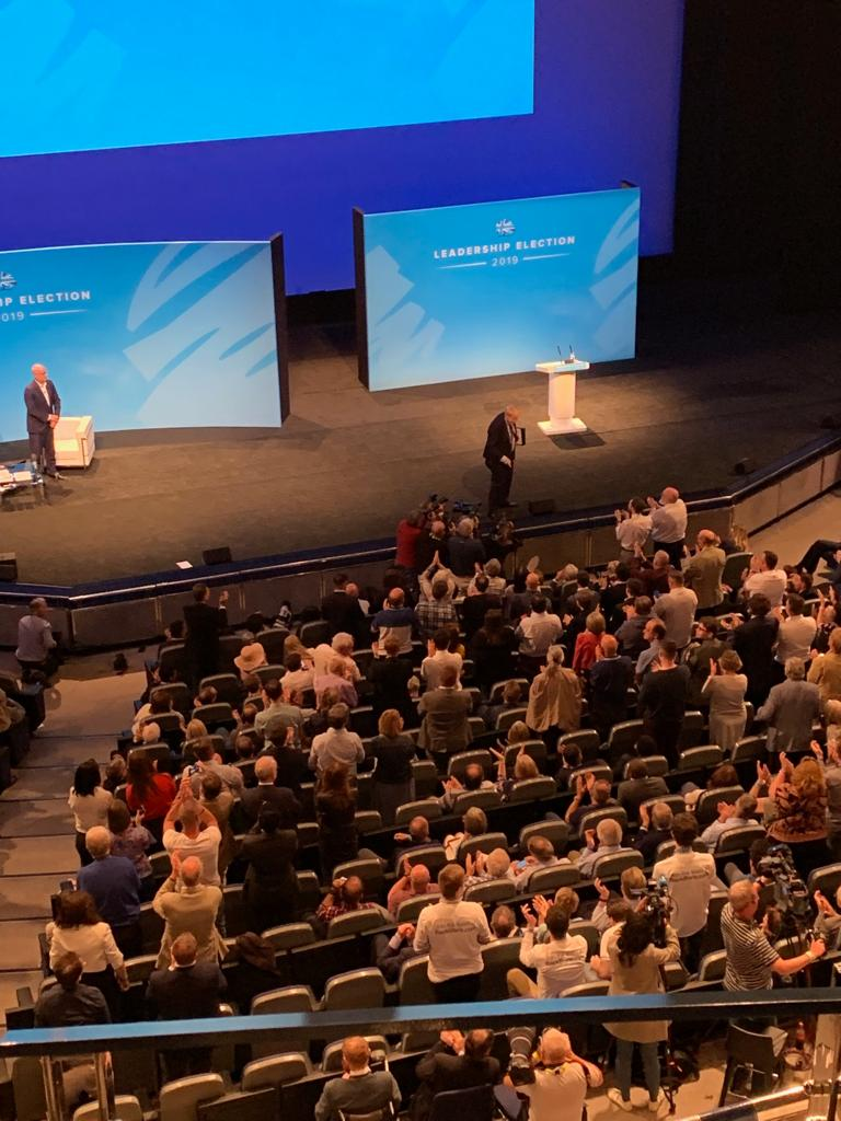 Good natured and positive answers from @BorisJohnson on a wide-range of issues, particularly drawing on his experiences over two successful Mayoral terms in London. Great to see the audience on their feet as he left the stage. #BackBoris