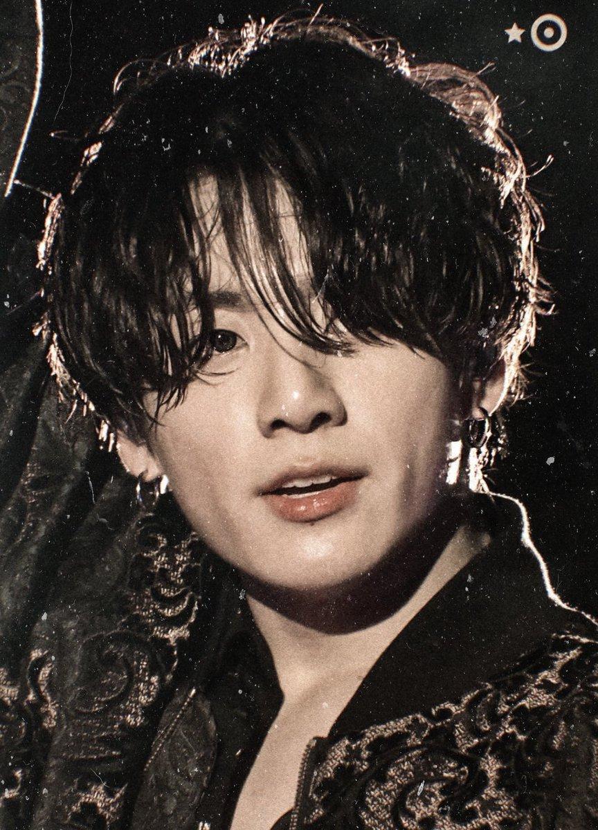 RT @jungkookedit: 90's casino artist jeon jungkook https://t.co/8x0iLnkmeD