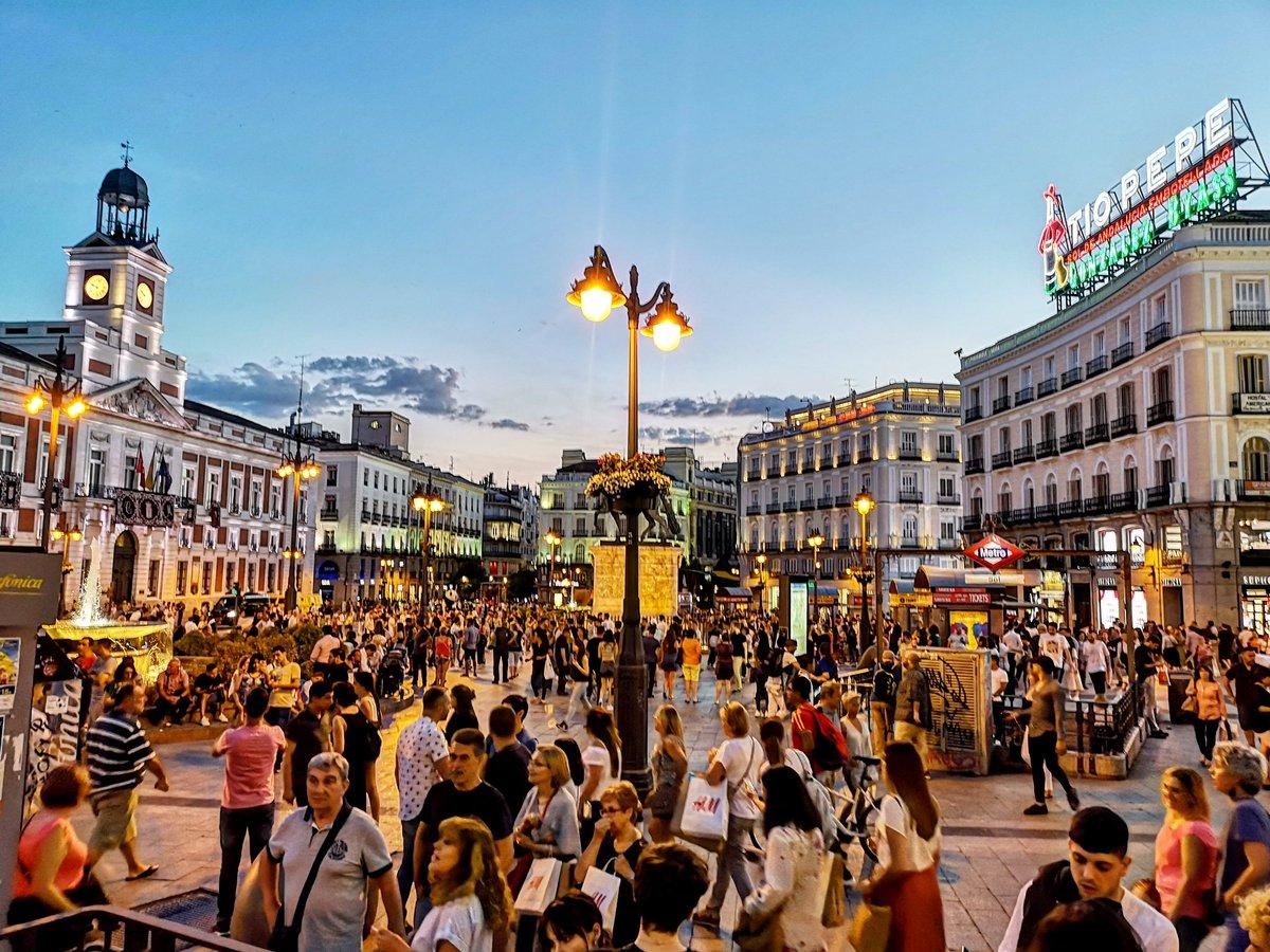 La Puerta del Sol siendo la Puerta del Sol ❤️ #madrid