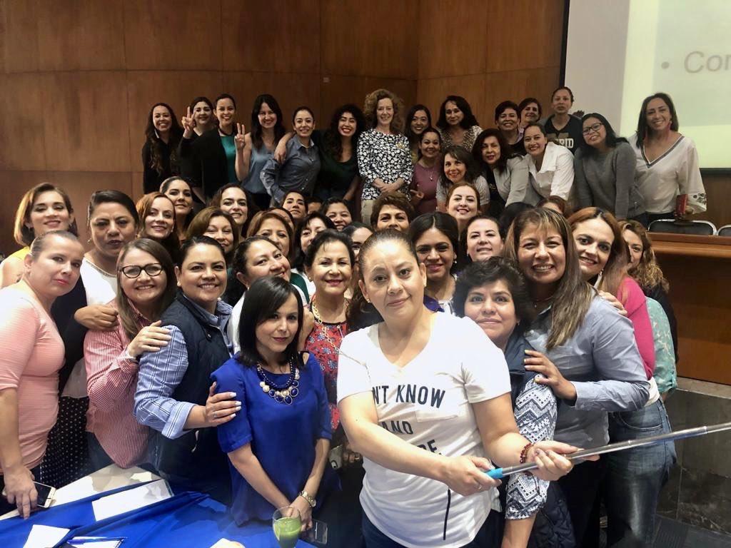 """El Comité Ejecutivo Nacional del PAN reunió a mujeres de todos los estados para capacitarlas a través del diplomado """"Análisis Político Estratégico"""".   🔵 Así es como nuestra secretaría de PPM Estatal Chiapas, Dra. Gloria Luna, nos representa."""