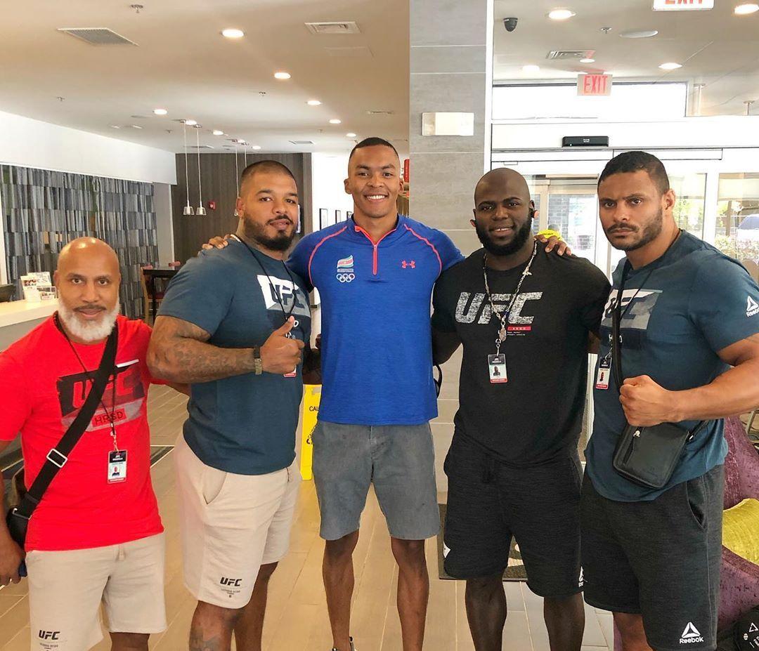 Renzo Tjon A Joe just joined me at #UFCGreenville! Watch his live coverage on his Instagram! Represent Suriname 🇸🇷🇸🇷 @ufc @michaelbabb01 @tyrone_spong @MarcoVlieger #roadtogreenville #fn154 #bigiboy #jairzinhorozenstruik #ufc #mma #heavyweight #paramaribo #suriname