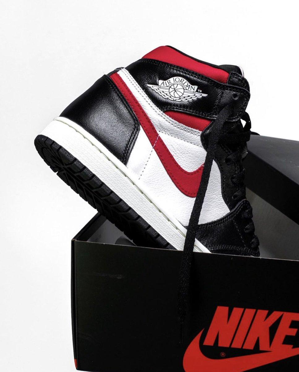 9658ba5fd86 on #Nike. Air Jordan 1 Retro Gym Red. Releasing Saturday, June 29.  http://bit.ly/2hwa5oe http://bit.ly/2tmnWmd http://bit.ly/2ldYBar  pic.twitter.com/ ...