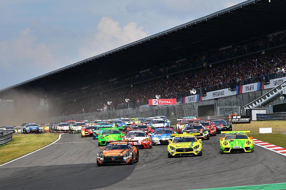 test ツイッターメディア - ニュルブルクリンク24時間:スタートから12時間経過。王者マンタイの911号車ポルシェ911 GT3 Rがリード。メルセデスが続く https://t.co/xRKDn8B3Qp #Nur24jp #Nur24h #Nurburgring24h #24hNBR #ニュルブルクリンク24時間 https://t.co/8JcZUR8ZAN