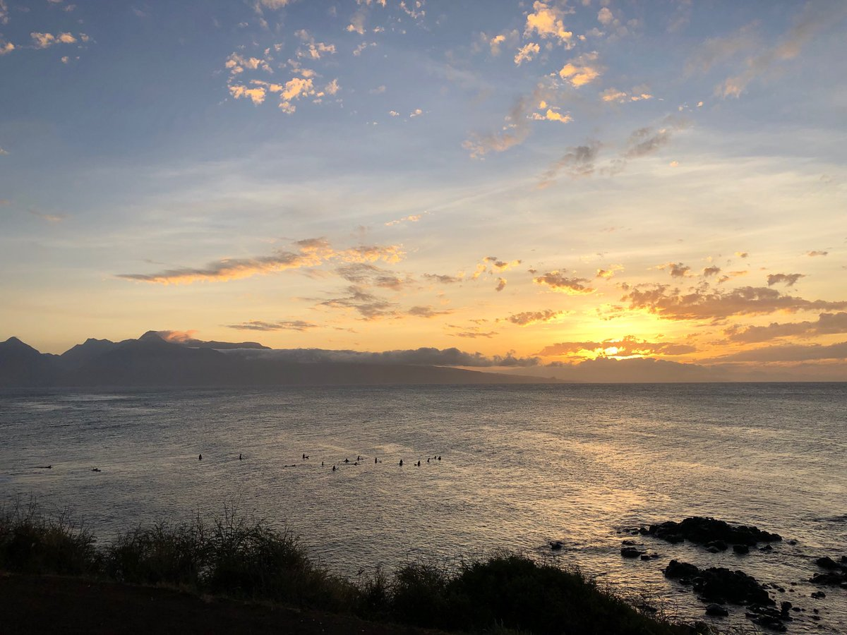 test Twitter Media - Waiting for the last waves at sunset. #cmweather #Maui #surf #hookipa #northshore #magicalMsui #Mauinokaoi https://t.co/rgDpBKTfiY