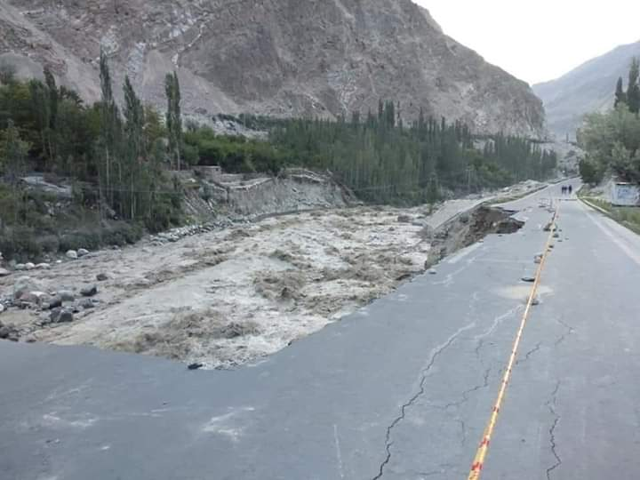 Latest from Hassanabad Hunza.   The local administration has directed the tourists and commuters to use the alternate route through Nagar SAS valley.
