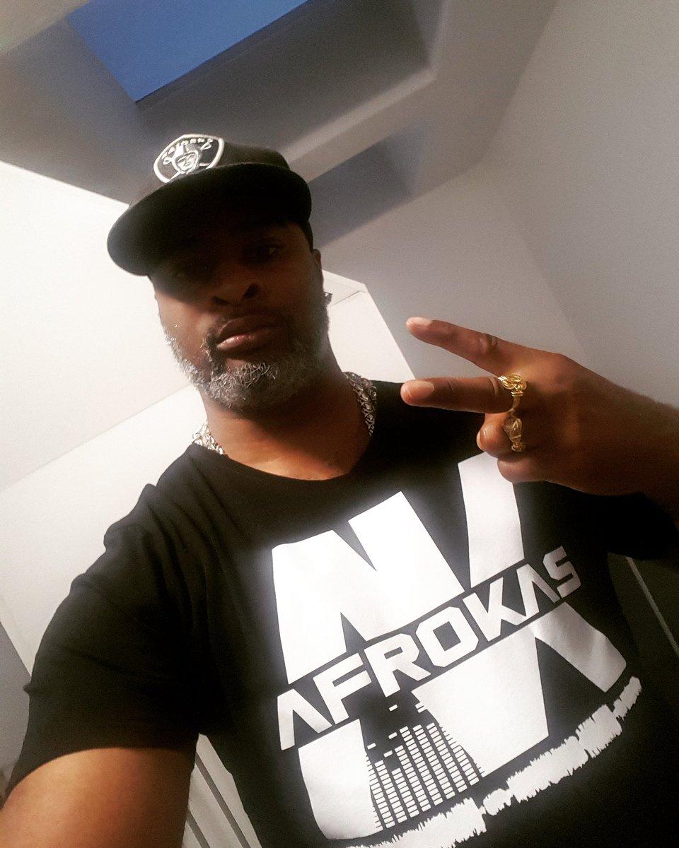 Good Morning ✌🏾  Follow @OAfrokas Show Some Love 😉  It's An AfroKas Thing! ✊🏾  #AfroKas #AfroKasGear👕 #BIGSHOT #GoodMood #GoodMorningPost #Peace✌🏾 #RaidersCap #blackandwhite #Suriname #Paramaribo #TheNetherlands #Amsterdam #WorldWide🌎🌍🌏