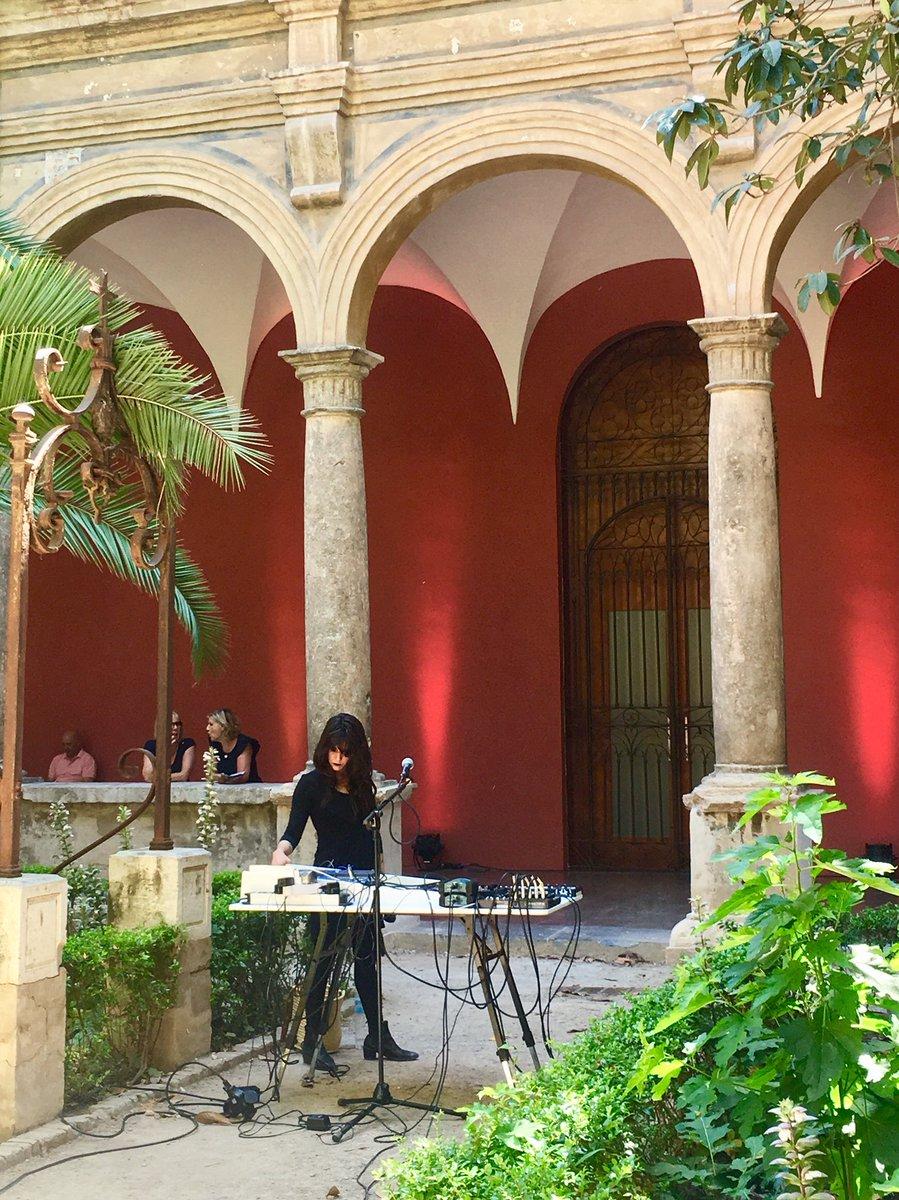 💜🐯✨Matí de diumenge perfecte amb la música d'Adriana Petit i Sonae, dues dones que experimenten amb la seua música.   🕒A les 15h el duo Zytospace amb tota la seua 'cacharrería' electrònica.   ⚠️Recordeu! Tagomago Vol.5 fins a les 21h al #CCCC  Entrada gratuïta😊