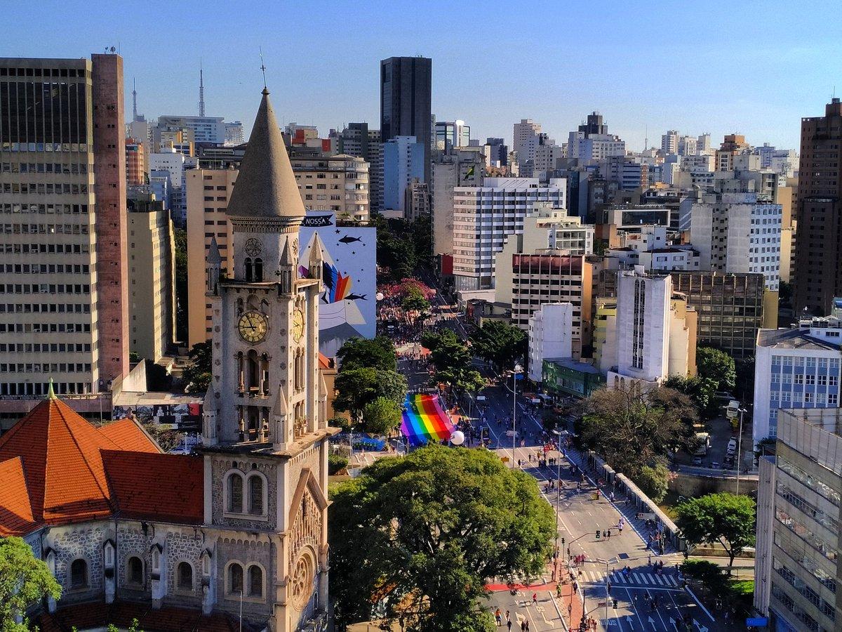 Brésil : des dizaines de milliers de personnes à la Gay Pride de São Paulo dans infos D9w6-uBXkAIGdEg