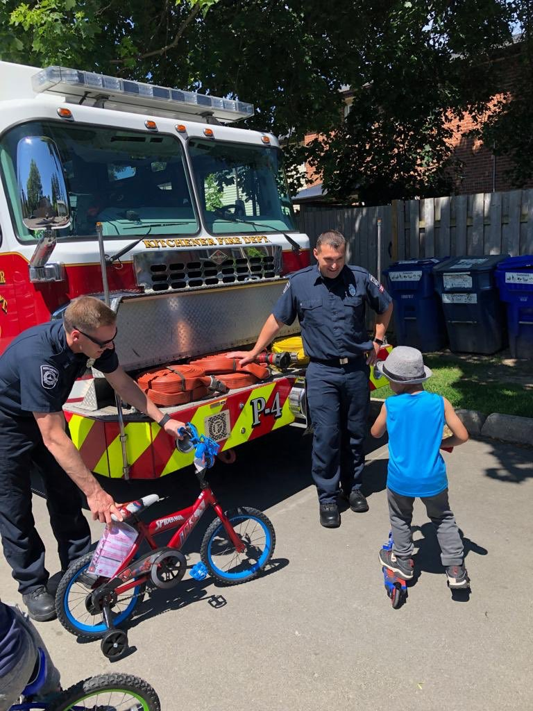 Last week this crew extricated young Demarco from his bike.  This week the crew returned with a new bike to help Demarco have a fun active summer.  #itsthelittlethings #community #lovemyhood #SpiderMan #ridesafepic.twitter.com/NIA161Wnui